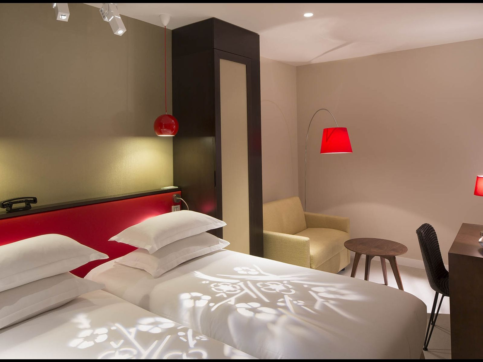 Hotel eden paris rooms hotel design paris for Hotel design paris
